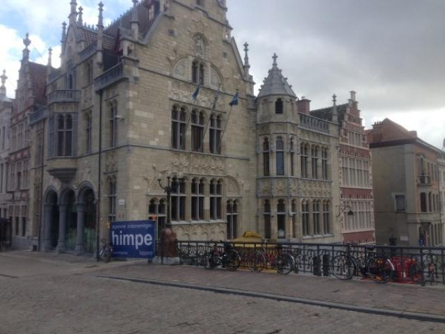 Sint-Michielshelling – handelsruimte en 7 appartementen
